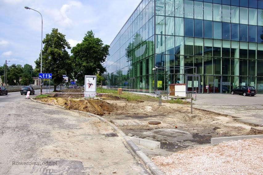 Aktualnie trwa budowa na wysokości MTŁ. W przyszłości tu będzie skrzyżowanie z ul. Potza.