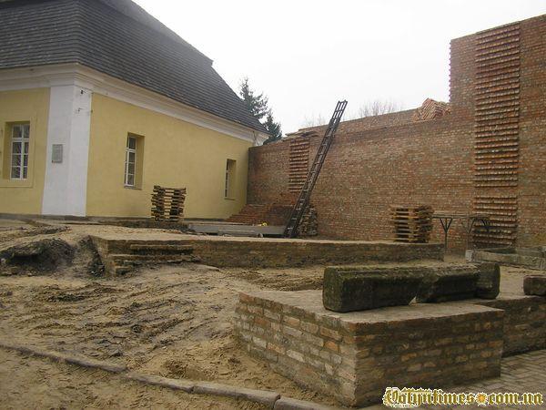 По документам це Княжий палац... Фото 2006 року