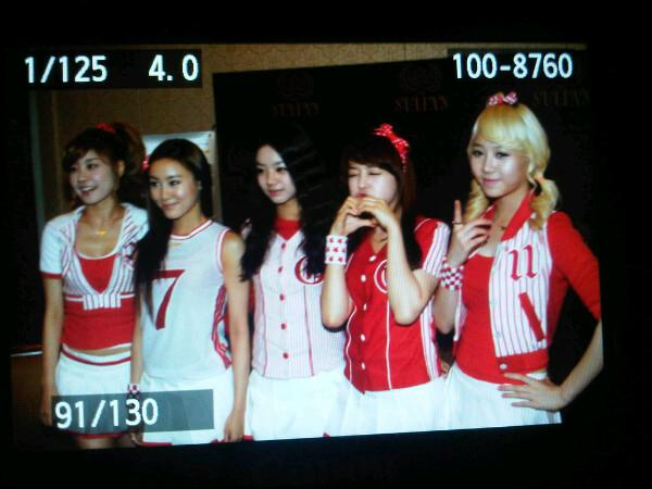 -; KIMCHI 2011 Press Conference:girls0
