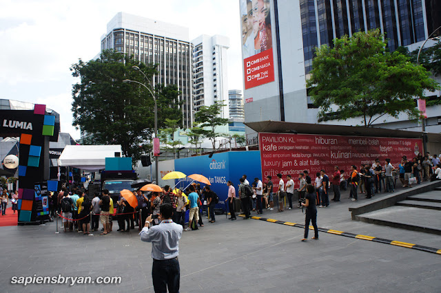 The long queue at Nokia Lumia Launch