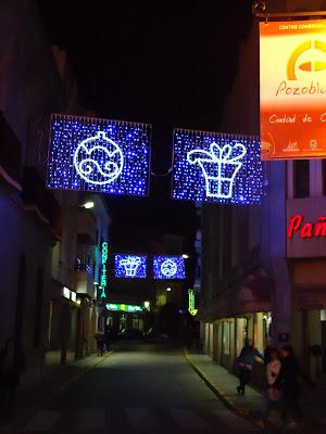 Las calles de Pozoblanco durante la Campaña de Navidad del 2010. Foto: Pozoblanco News, las noticias y la actualidad de Pozoblanco (Córdoba), a 1 click. Prohibido su uso y reproducción * www.pozoblanconews.blogspot.com
