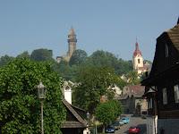 Pohled z podhradí na Trúbu ve Štramberku.
