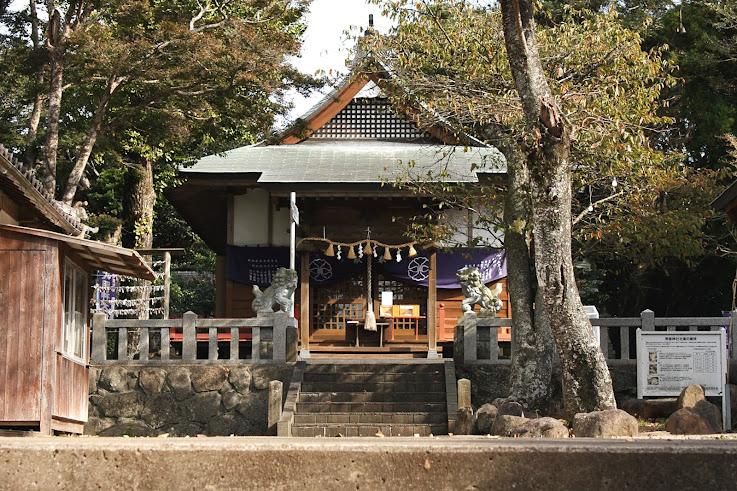 男岳神社の正面