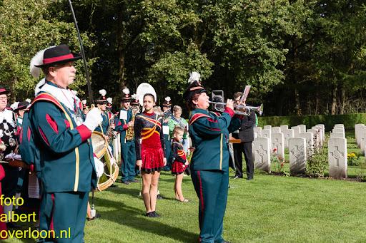 herdenkingsdienst  en een stille tocht naar het Engelse kerkhof 12-10-2014 (62).jpg