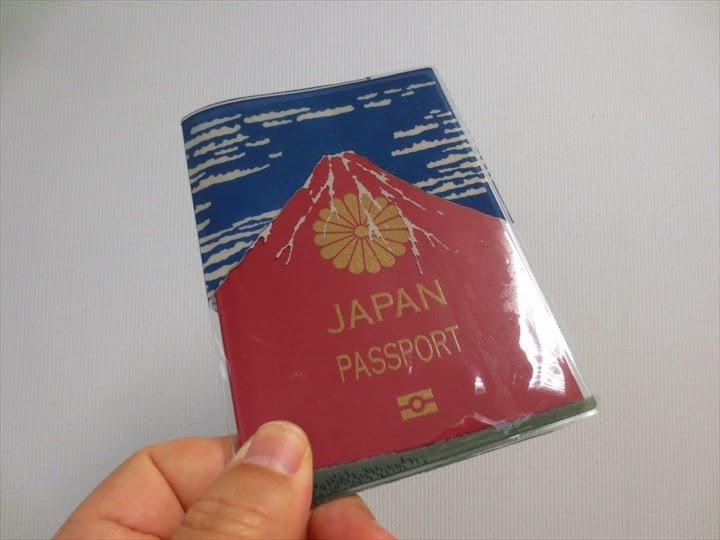 赤富士パスポートカバーの表面