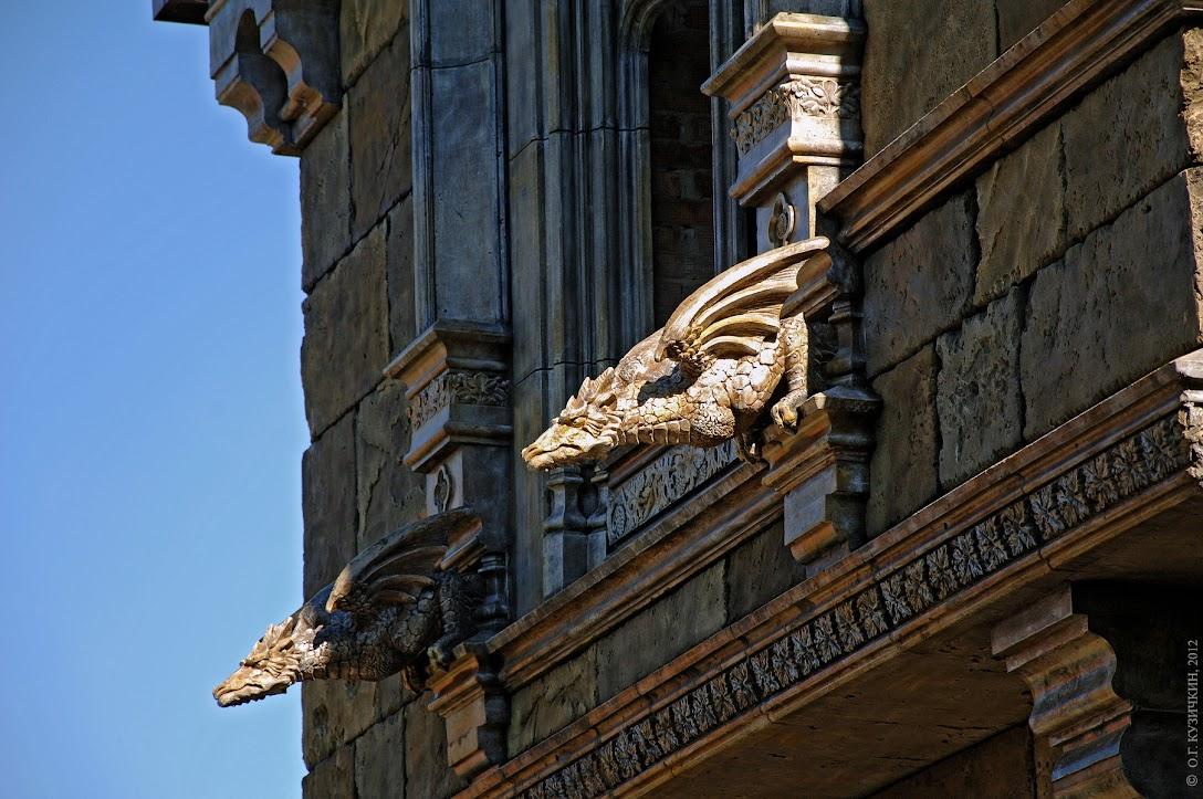 dragon, дракон, draco, Замок Гарибальди, Castle Garibaldi, замок, архитектура, гостиница, дизайн, дизайн фасада, дизайн-проект, замок в Хрящевке, отель, exterior design, facade design, gothic revival, dragon, drache, smok, драконите, змај, drago,
