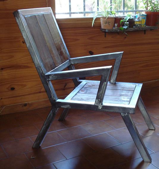 Hefesto sill n en hierro y madera for Sillon madera exterior