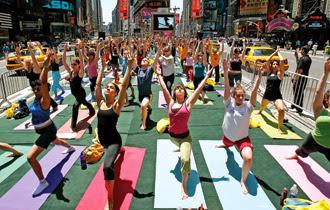 yoga-cach-mang-tham-lang-cua-nguoi-nha-bang