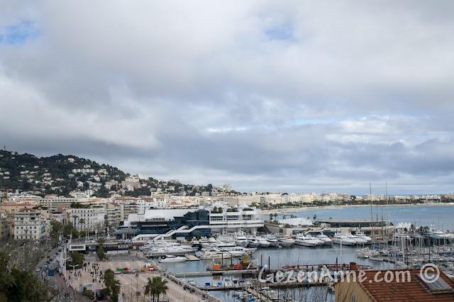 Cannes'ın eski limanı, Le Suquet'ten