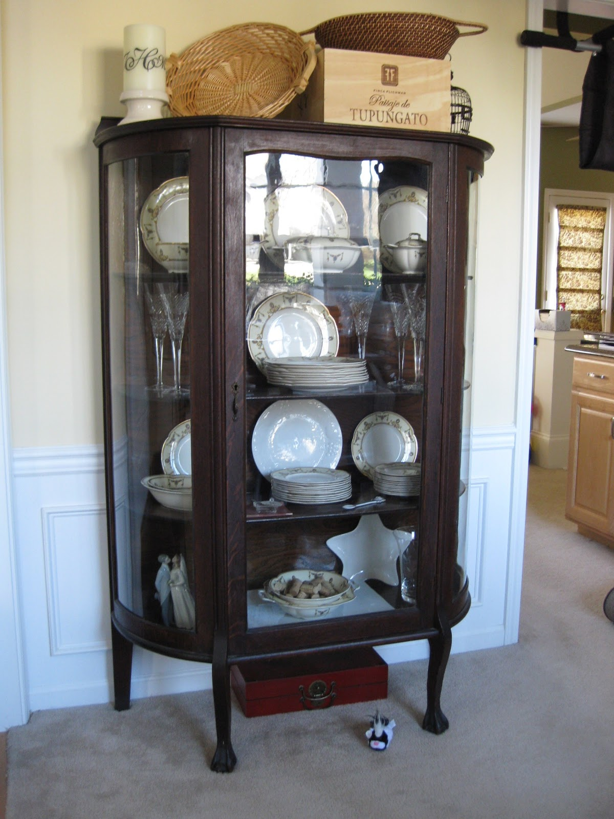 that mommy blog design dilemma what would you do rh thatmommyblog blogspot com what to put in china cabinet drawers what to put in china cabinet drawers