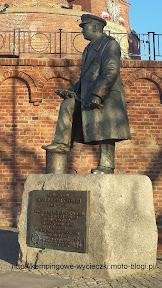 Na zdjęciu Stanisław Mieszkowski pomnik w Kołobrzegu