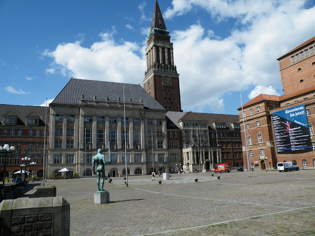Sightseeing in  Kiel Rathausplatz - Town Hall, Germany, visiting things to do in Germany, Travel Blog, Share my Trip