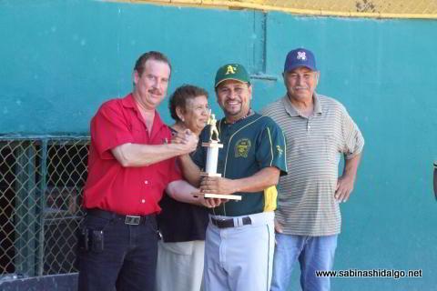 Entrega de trofeo a José Luis López
