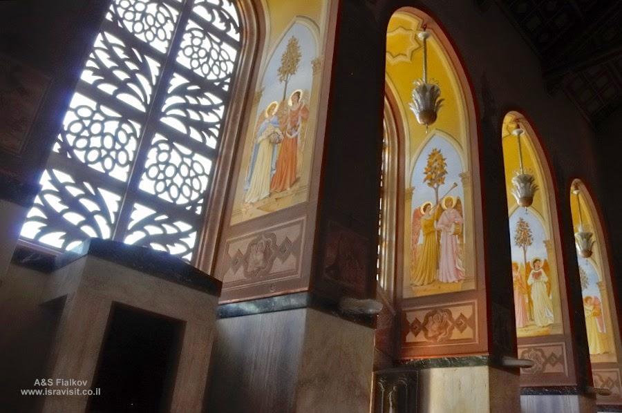 Верхняя церковь Посещения в францисканском монастыре Встречи (Посещения) в Эйн Карем. Экскурсия: Монастыри в Иудейских горах. Гид по монастырям в Иудейских горах Светлана Фиалкова.
