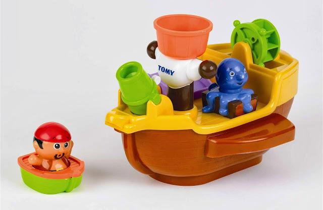 Tàu cướp biển Tomy đi kèm một tàu cứu hộ và tên cướp biển