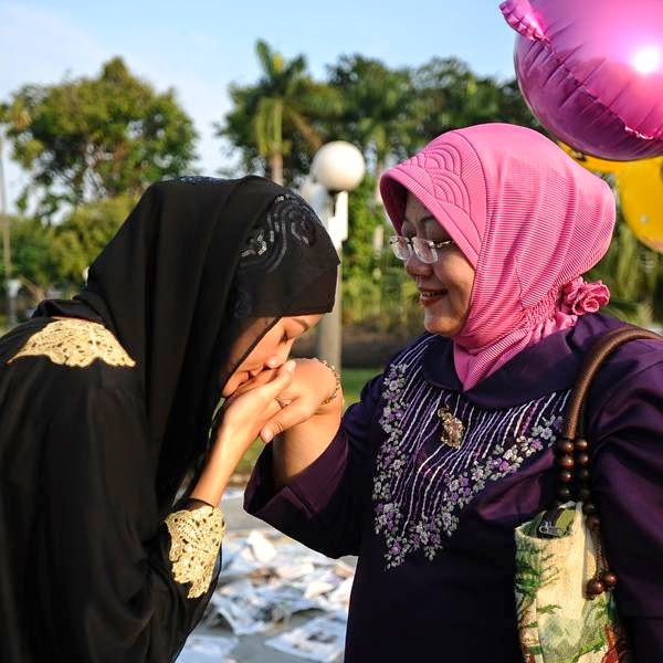 An Indonesian Muslims girl kisses her mother as they celebrate Eid al-Fitr, in Surabaya, Indonesia.