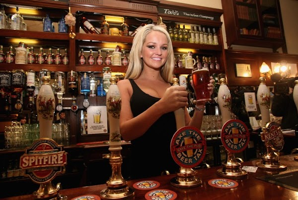 Jennifer Ellison Supports Beer And Pubs Campaign(celebrities-2photos)2