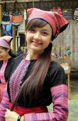moc chau pys travel001 Tiếng nhạc trên trang phục người Mông ở Mộc Châu