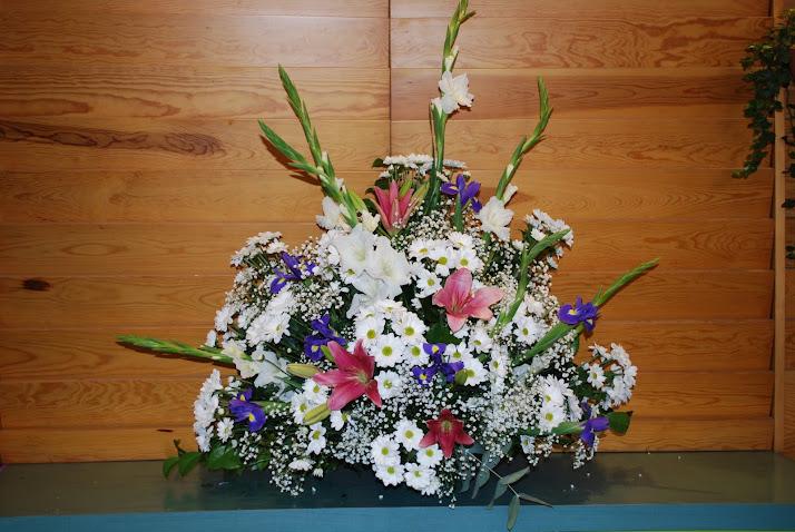 Centro de flores variadas multicolor