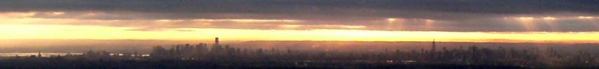 Manhattan Skyline bei Sonnenuntergang - aus dem Flugzeug
