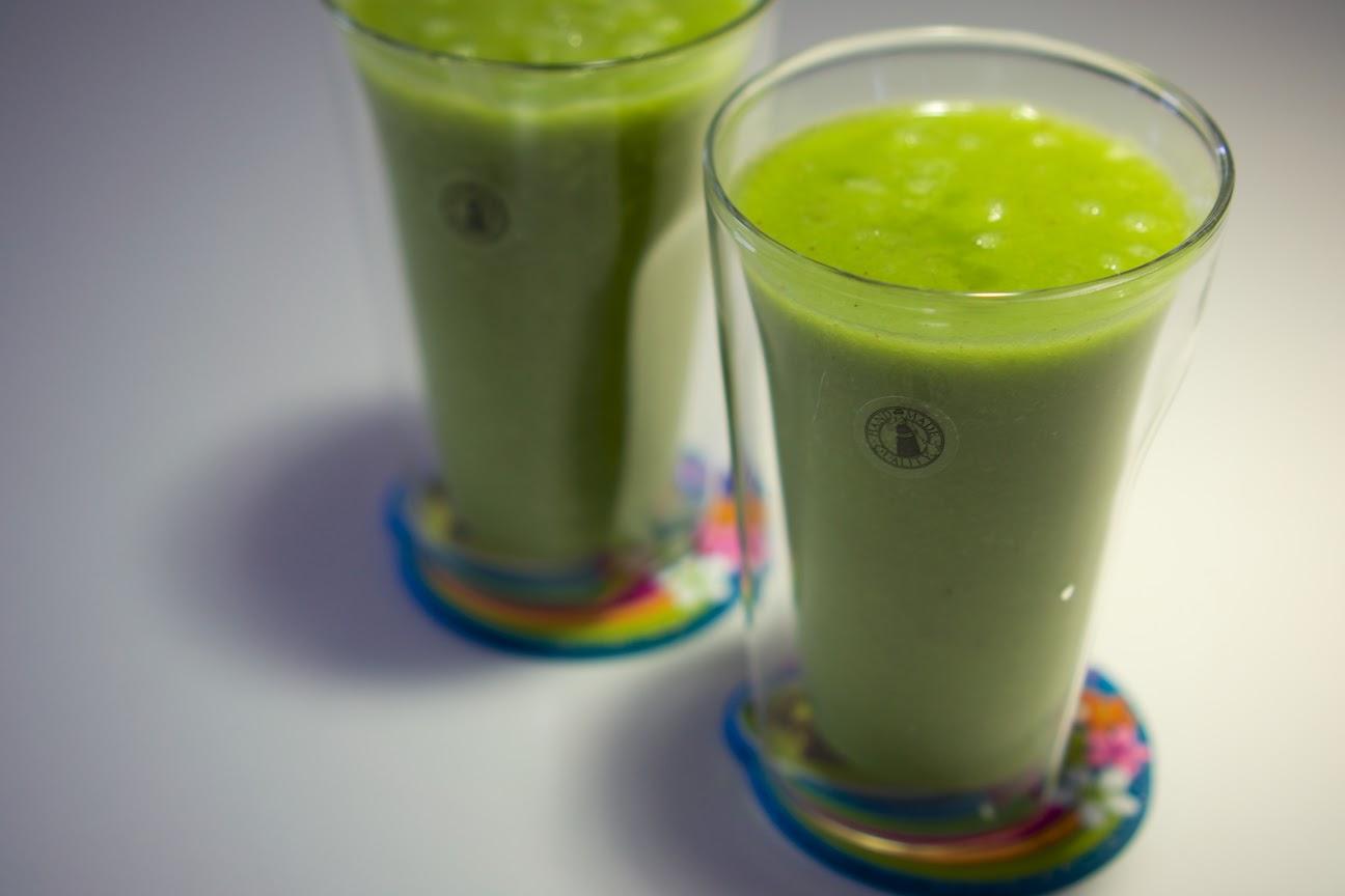 グリーンスムージー(水菜+パセリ+りんご+バナナ+ オレンジ+レモン)