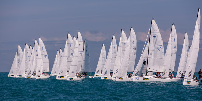 J/70s starting line of sailboats