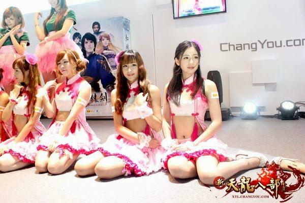 Ngắm showgirl tại gian hàng Tân Thiên Long Bát Bộ 12