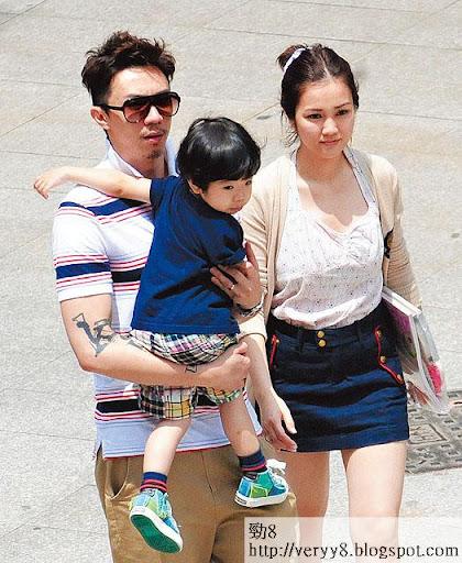 謝安琪夫婦同陳芷菁都住在大埔比華利山,他們同樣被警方「打招呼」。