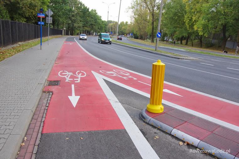 Skrzyżowanie ul. Spacerowej i Goworka - rozwidlenie pasów ruchu dla rowerów.