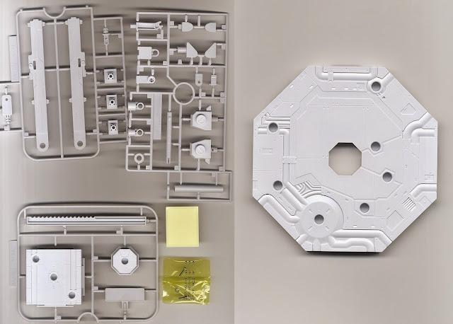 Đế dựng mô hình Gundam lục giác Action Base 1 Gray màu xám sản xuất tại Nhật Bản