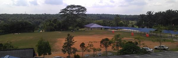 Tanah 6 ekar di belakang sekolah