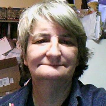 Linda Poole Photo 34