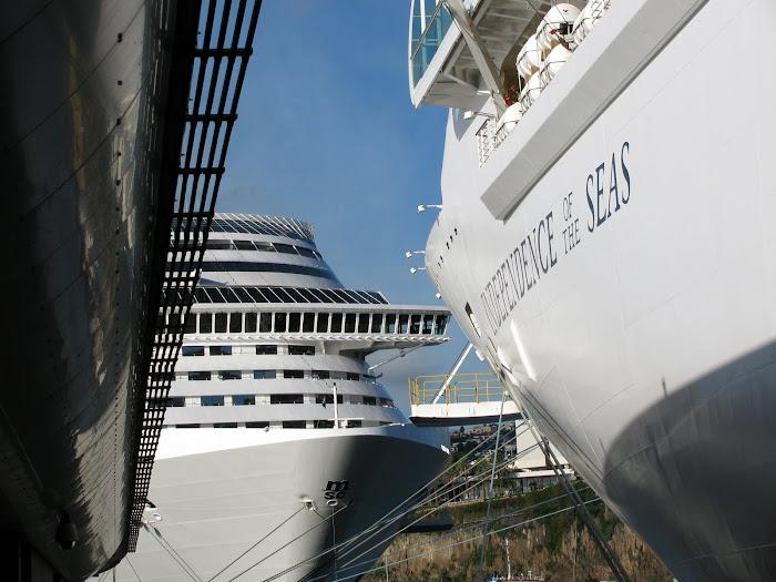 ships and Gare Marítima da Madeira