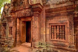 Wybudowane w 967 roku miniaturowe budyneczki pokryte sa misternymi plaskorzeźbami.