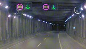 Nuevo arcén bici en el túnel bajo el aeropuerto de la carretera M-111 en Barajas
