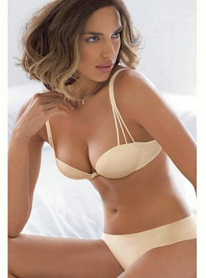 modelo sexy pelo castaño