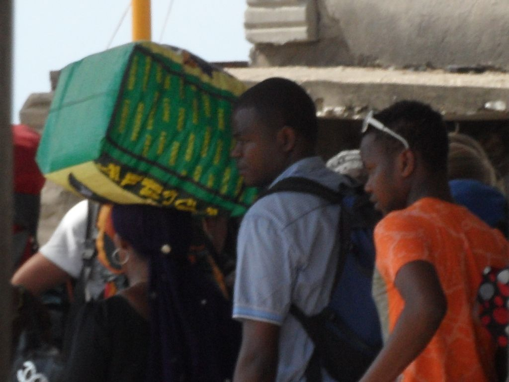 Zanzibar'da herşey kafada taşınıyor