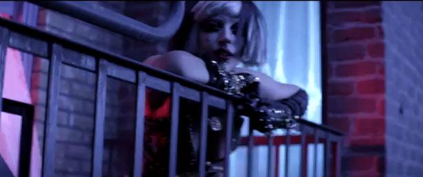"""A humana Lady Gaga: Em """"The Edge of Glory"""" cantora surpreende… pela simplicidade"""