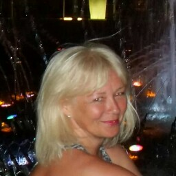 Julie North Photo 17