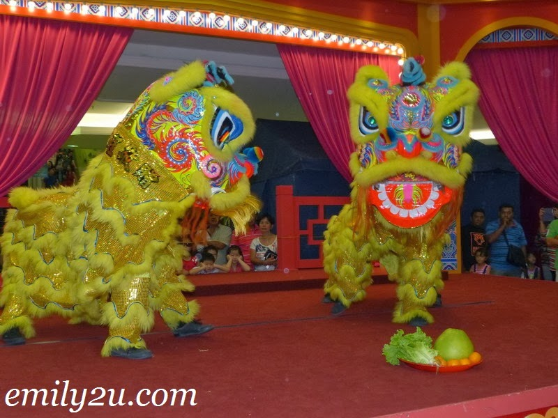 Lion Dance Performance @ AEON Kinta City