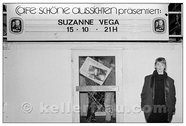 Suzanne Vega at the Café Schöne Aussichten, Hamburg, 1985 - photo by Moni Kellermann