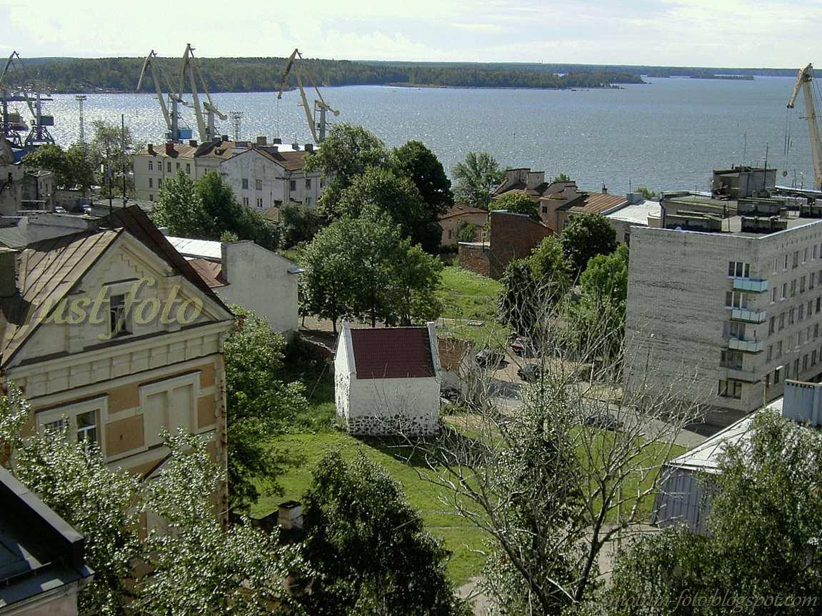 Порт и Финский залив в Выборге хорошо видно с башни Часовая фото
