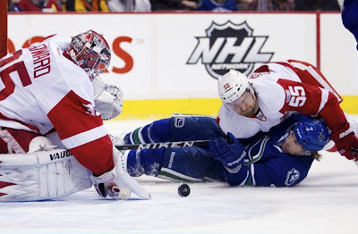 canucks_feb2_wings2.jpg