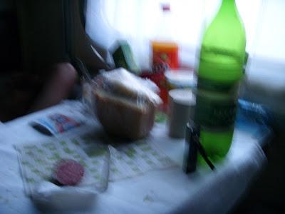 パンとハムと水