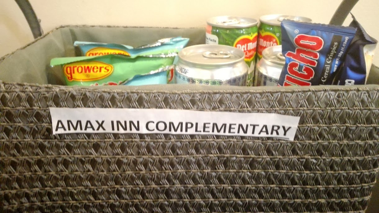 LOOK AT THESE COMPLEMENTARY DRINKS AND SNACKS FROM AMAX INN HOTEL.