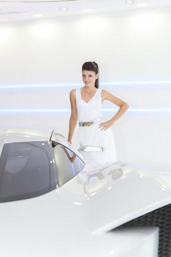 девушки модели автосалон