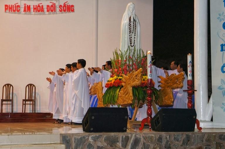 Thánh Lẽ tại Tà Pao, cầu nguyện cho bệnh nhân. 115