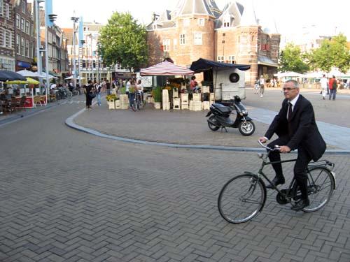 Kostiumas ir dviratis - normali praktika ES