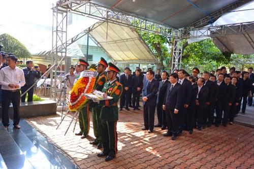 Hàng ngàn người đến viếng ông Nguyễn Bá Thanh - ảnh 4