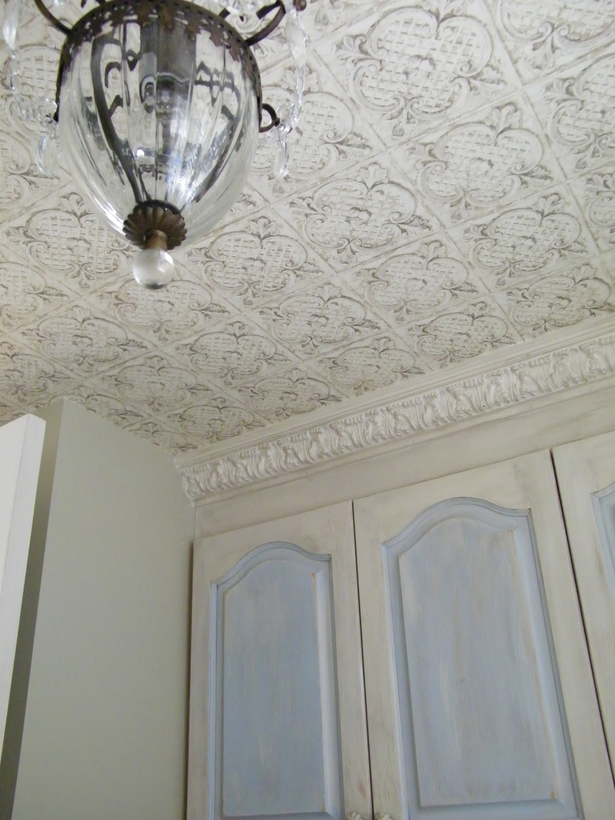 Maison decor cottage french washroom for French ceiling design